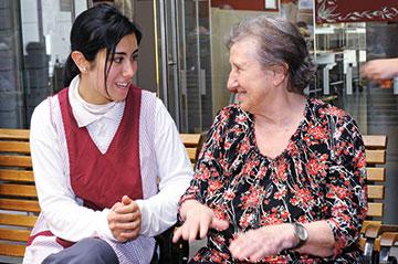 »Personenorientierte Dienstleistungen« ist ein Schwerpunkt in der Ausbildung zur Fachpraktikerin Hauswirtschaft.